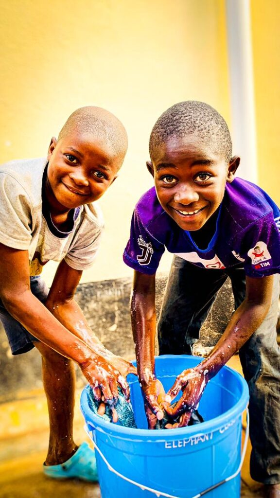 Children washing hands to prevent the spread of Covid 19